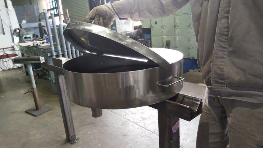 ドラム缶廃油受け容器製作(SUS)|製作実績|フェニックス工業
